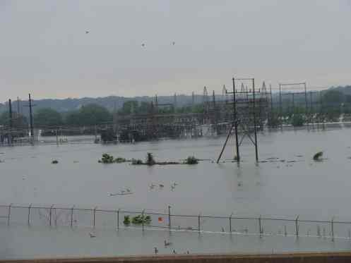 Underwater_substation,_Cedar_Rapids,_June_12_2008